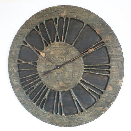 Duży zegar ścienny w stylu średniowiecznym